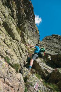 Ein kleiner Rucksack behindert Dich beim Klettern weniger.