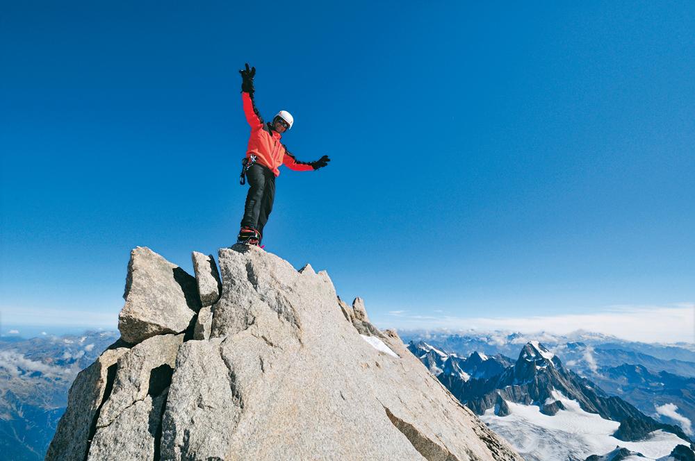 Himmelsleitern. Auf dem spitzen Gipfelfelsen des Mont Maudit, Foto Ralf Gantzhorn